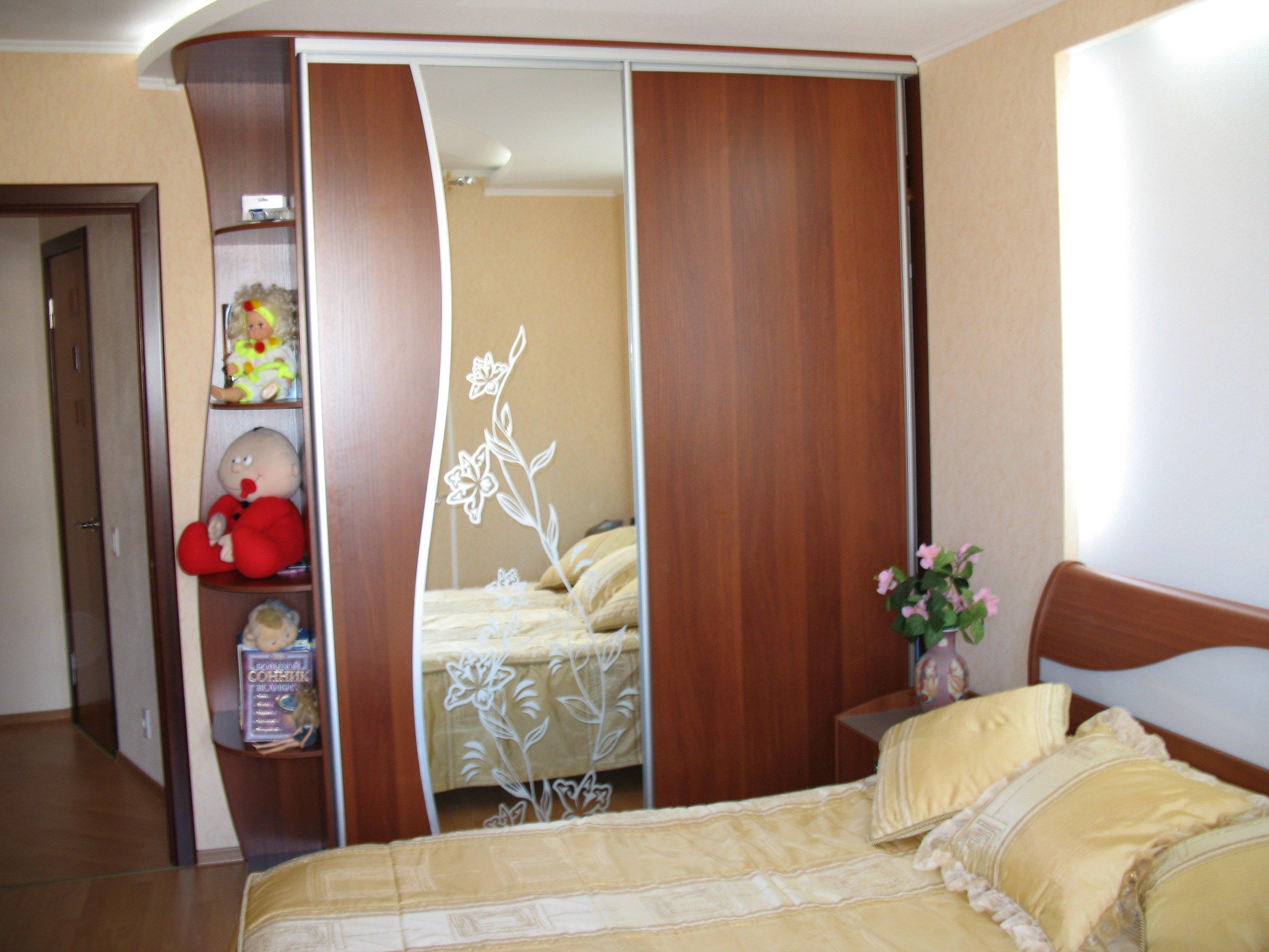 Шкафы купе в спальню - 170 фото дизайна. встроенные и угловы.